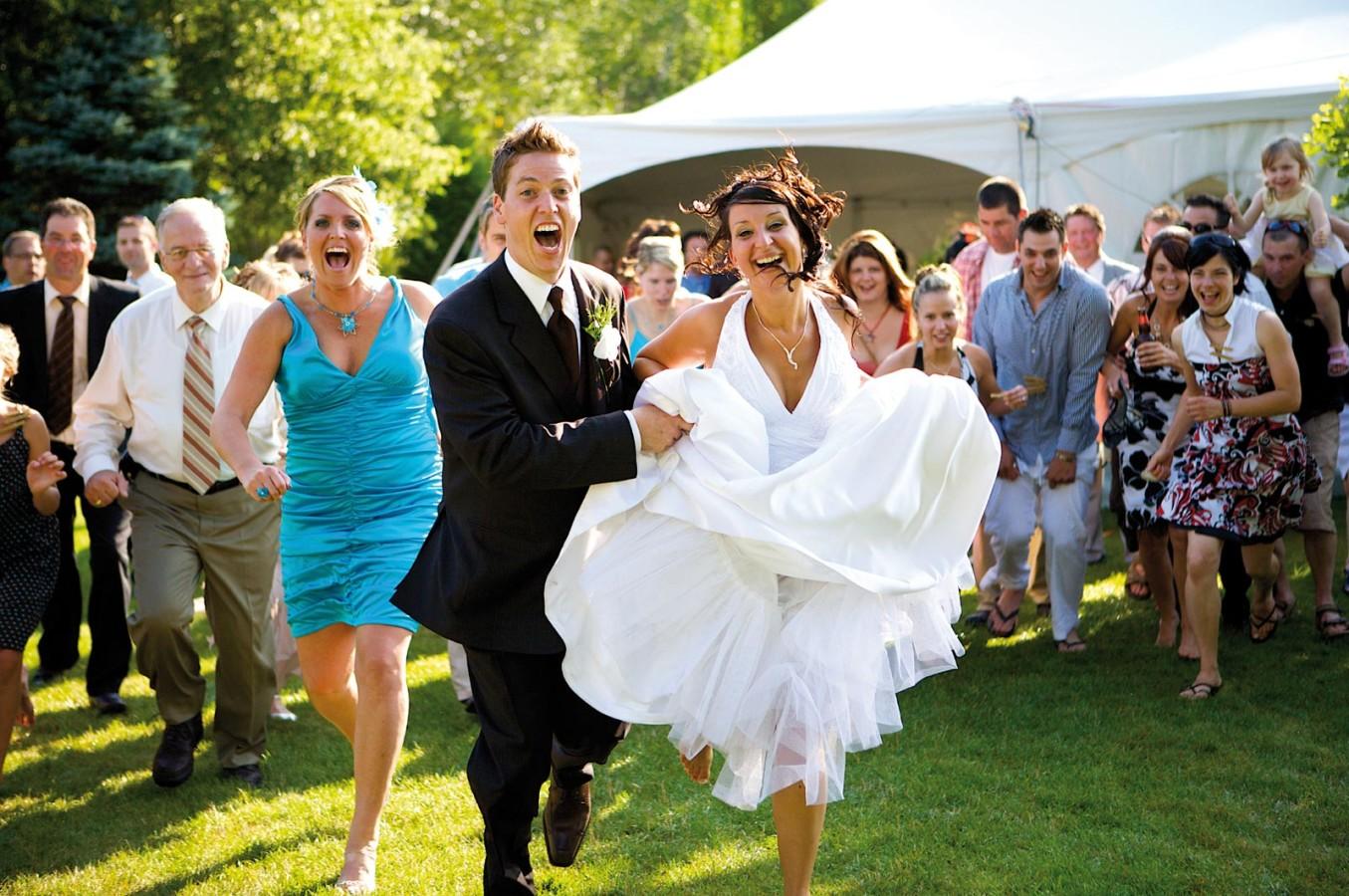 Свадьба фото с гостями летом